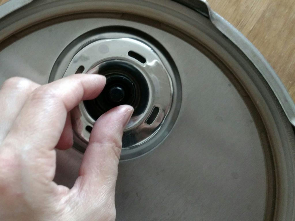 圧力鍋プレミアムのシリコンゴムキャップ